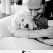 moment complicité et câlins entre père et fille